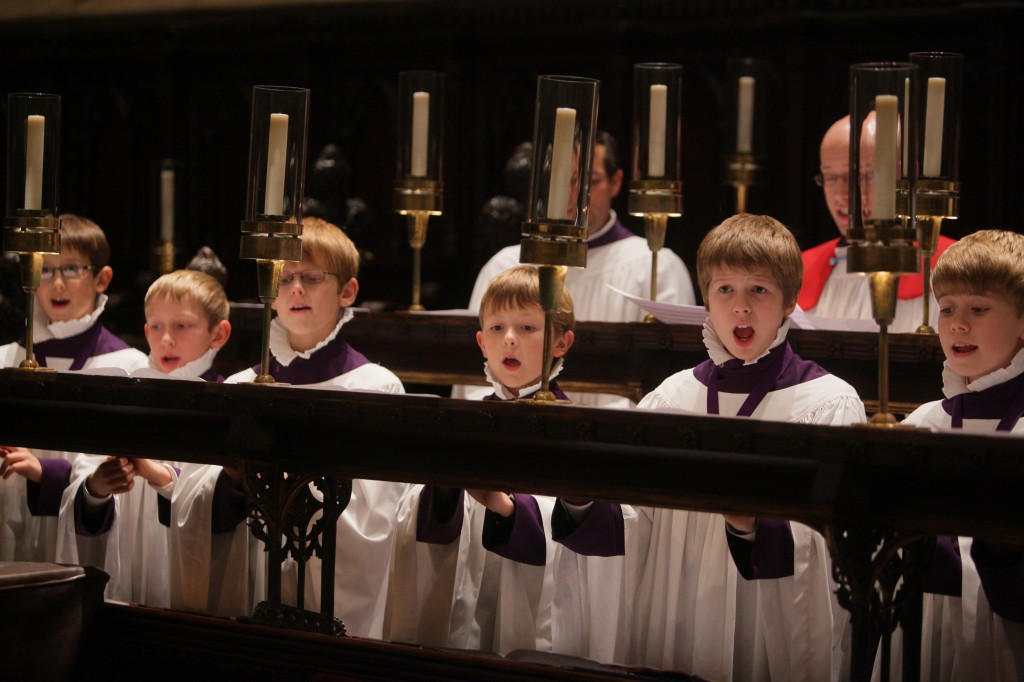 Choristes singing in the quire